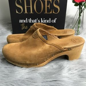 Ugg Abbie 5772 Chestnut Suede Clogs Size 9 GUC